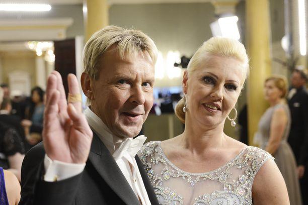 Matti ja Pia Nykänen edustivat Linnan juhlissa vuonna 2015.