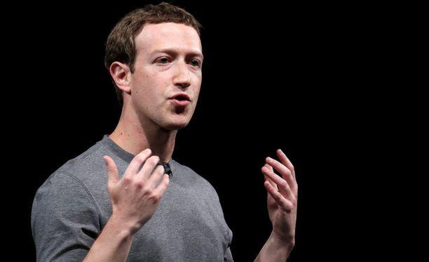 Facebookin perustaja Mark Zuckerberg esitti pahoittelunsa Cambridge Analytican käyttäjätietokohusta uutiskanava CNN:llä varhain torstaina Suomen aikaa. Kuvassa Zuckerberg Espanjan Barcelonassa helmikuussa 2016.