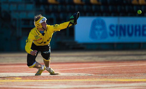 Arkistokuvassa oleva sieppari Harri Kolehmainen palkittiin Pattijoen parhaana. Hän iski kaksi kunnaria (2+3) ja toi kolme juoksua.