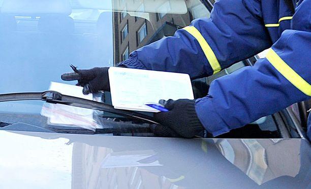 Kovin korotus parkkisakkoon tulee Kauniaisissa, jossa sakko nousee kerralla 25 eurosta 60 euroon.