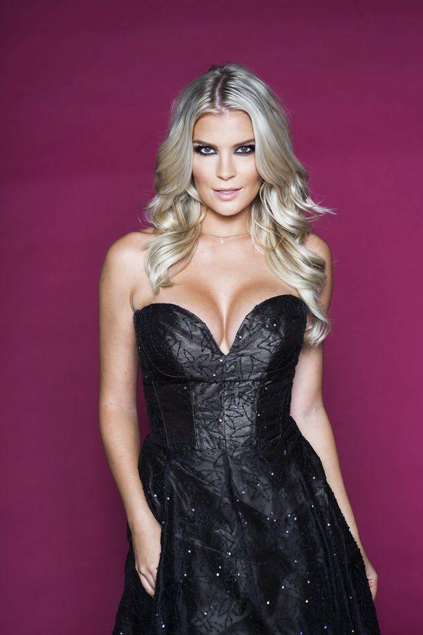 Vuonna 2011 Piasta leivottiin kohumissi, kun hän luopui dramaattisesti Miss Suomen kruunustaan.