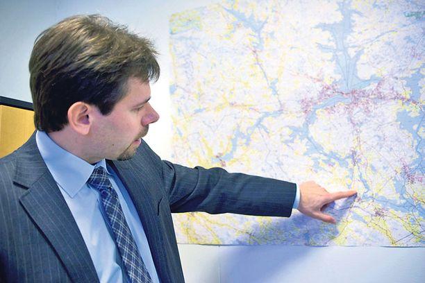 KAUPUNGINJOHTAJA Akaan kaupunginjohtaja Aki Viitasaari toivoo naapurikuntien liittyvän uuteen kaupunkiin.