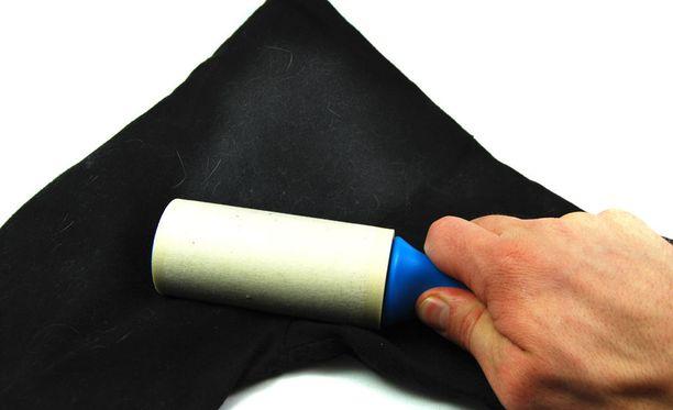 Vaatteiden siistiminen on se tutuin tapa hyödyntää teippiharjaa.