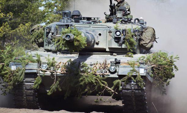 Suomi lähtee mukaan yhteistyöjärjestelyyn maavoimien ampumatarvikkeista. Kuvassa maavoimien mekanisoitu harjoitus Niinisalossa Kankaanpäässä 2016.