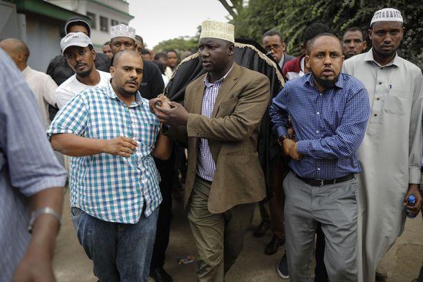 Kenian hotelli-iskussa on kuollut ainakin 21 ihmistä, kertoo maan viranomaiset.