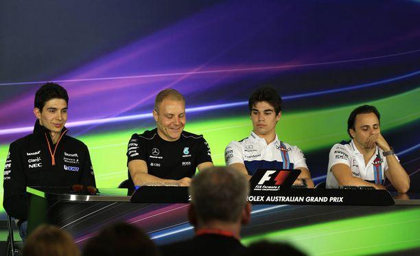 Esteban Ocon, Valtteri Bottas, Lance Stroll ja Felipe Massa saapuivat yhdessä FIA:n lehdistötilaisuuteen.