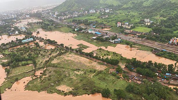 Maharashtran alueella sijaitseva Raigadin alue oli pahasti veden vallassa eilen torstaina.