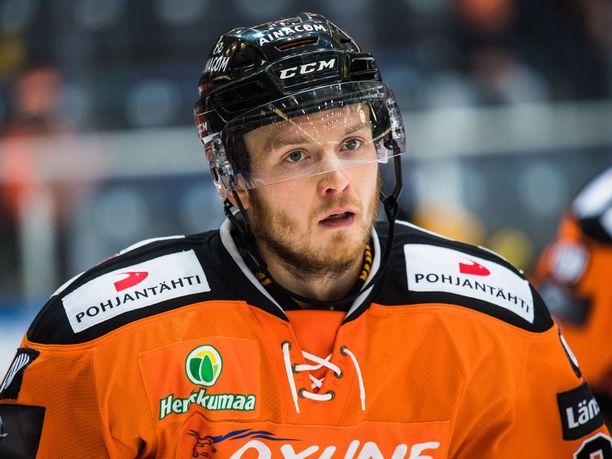 Jaakko Turtiainen pelasi HPK:ssa Liigaa vuosina 2016–18. Kauden 2018–19 hän aloitti Unkarissa, mutta siirtyi vielä saman kauden aikana Puolaan.