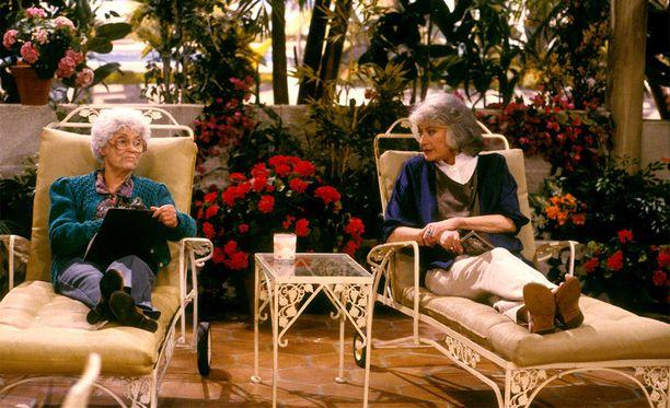 Tavoitetta tulevaisuudelle: haluaisitko sinäkin asua äitisi kanssa saman katon alla Tyttökultien Dorothyn tavoin?
