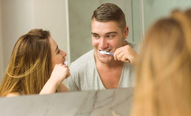 Tunnettu tosiasia on, että miehet ja naiset tarvitsevat ehdottomasti täysin eri tuotteen hampaidensa pesuun.