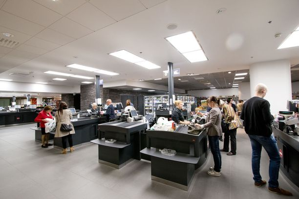 Ilmaisten muovipussien jakelu päättyi Stockmann Herkkujen sekä tavaratalojen päivittäiskosmetiikkaosastojen kassoilla vuoden alusta.
