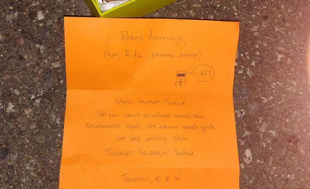 Tällaisen kirjeen aurinkolasimerkki Nopeet lähettää asiakkailleen. Kuvasta on rajattu pois perustajakaksikon yhteystiedot sekä ikävimmille asiakaspalautteille erikseen varattu sähköpostiosoite.