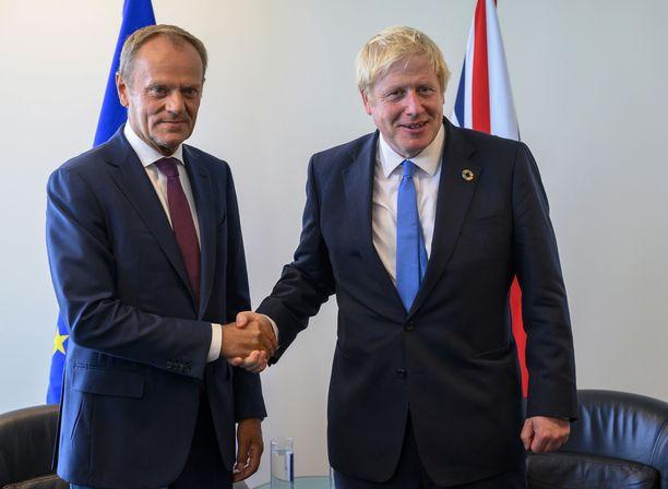Donald Tusk (vas.) ja Boris Johnson tapasivat New Yorkissa kaksi viikkoa sitten.