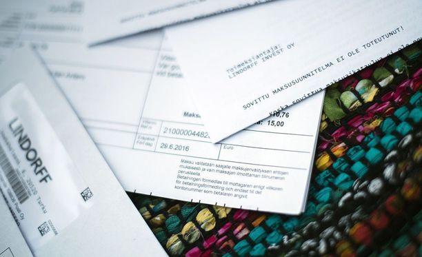 Usein maksuhäiriömerkintöjä kasautuu paljon samalle henkilölle. Kuvituskuva.