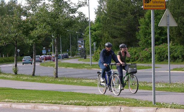 Polkupyöräilijöidenkin on noudatettava liikennesääntöjä.