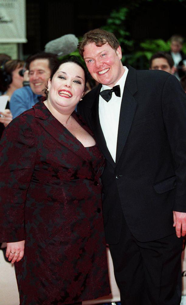 Riley näytteli Mandy Dingleä vuosina 1995-2001. Vierellä Dinglen aviomiestä näytellyt Dominic Brunt.