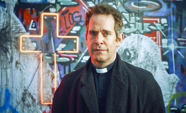 Panta kaulassa kertoo maalaispapista, joka on muuttanut Lontooseen. Adamin seurakunta painiskelee pahoissa rahavaikeuksissa.