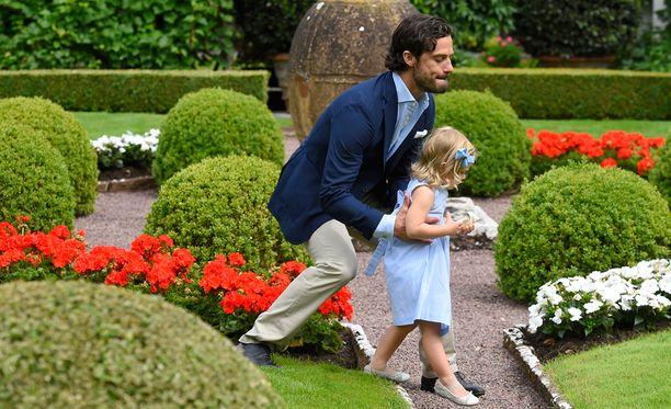 Prinssi Carl Philip haki karanneen Leonoren takaisin kuvaan...