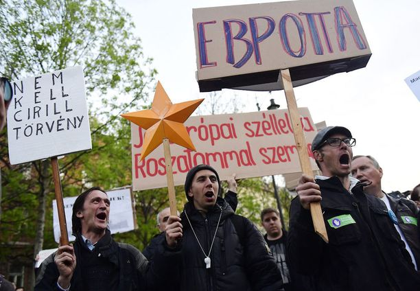 Unkarissa vastustettiin maan liiallista lähentymistä Venäjän kanssa. Rosatomin suunnitelmissa on laajentaa Etelä-Unkarissa toimivaa ydinvoimalaa, ja aloittaa rakennustyöt kuluvana vuonna. Kuva huhtikuulta 2017.