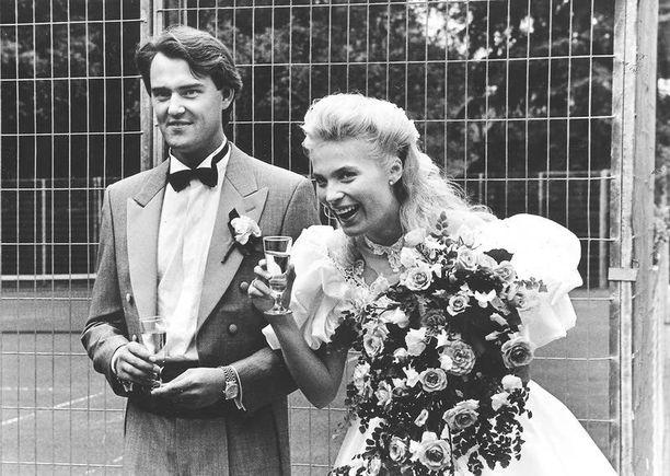 Miss Suomen vanhemmat Marja Kinnunen ja Harri Toivonen menivät naimisiin suurissa seurapiirihäissä 1989.