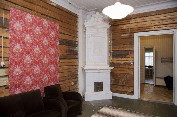 Sikarihuone oli kaikista huoneista huonoimmassa kunnossa. Nyt se on kunnostettu, mutta seinät odottavat vielä tapettia.