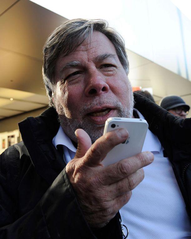 Applen toinen perustaja Steve Wozniak sanoo, ettei suostu käyttämään bluetoothia.