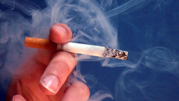 Oikeus katsoi, että kaikki neljä vammaa ovat tupakan hehkuvan pään aiheuttamia. Kuvituskuva.