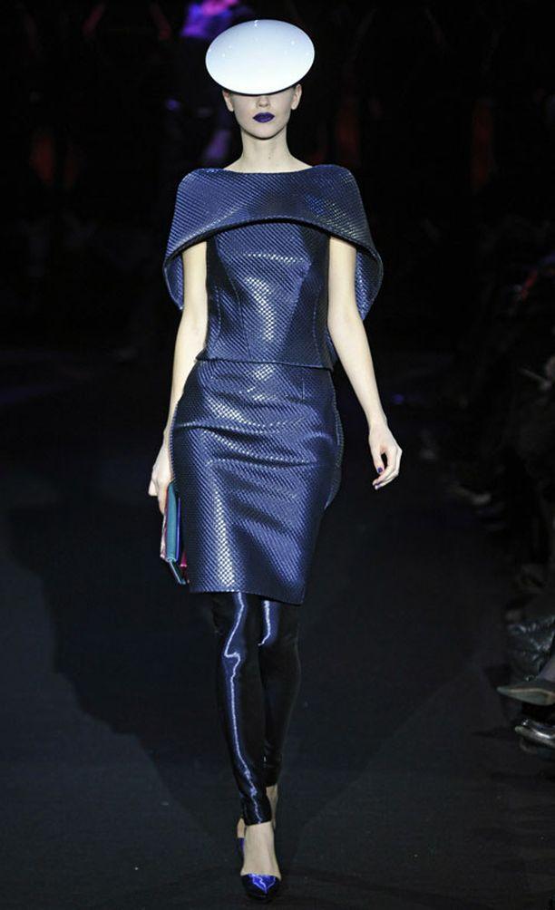 Armani Privé Haute Couture S/S 2011 Pariisin muotiviikolla.