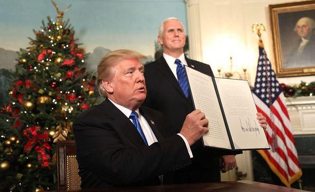 Donald Trump ilmoitti keskiviikkona tunnustavansa, että Jerusalem on Israelin pääkaupunki, ja aikovansa siirtää Yhdysvaltain Israelin-suurlähestystön Tel Avivista Jerusalemiin.