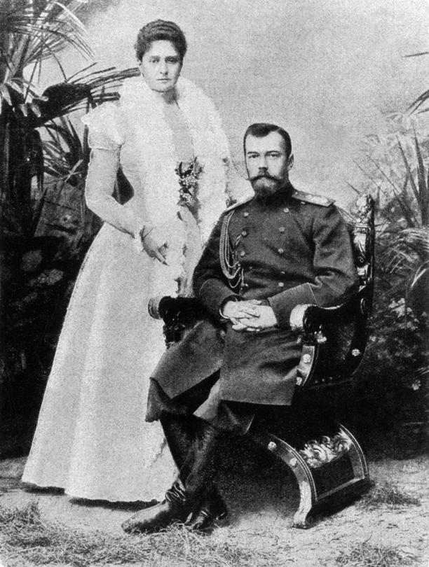 Alexandra ja Nikolai. Tsaaripariskunta rakasti toisiaan, mutta kansan sydämiä he eivät voittaneet puolelleen.