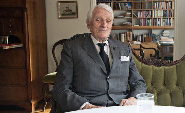 Nuori kapteeni Heikki A. Reenpää naamioitui autokuljettajaksi, kun hän toimi Rytin, Tannerin ja muiden sotasyyllisyysoikeudenkäynnissä tuomittujen vankilalähettinä 1945–1946.