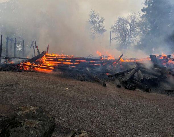 Kiihtelysvaaran kirkko tuhoutui täysin tulipalossa sunnuntaiaamuna.