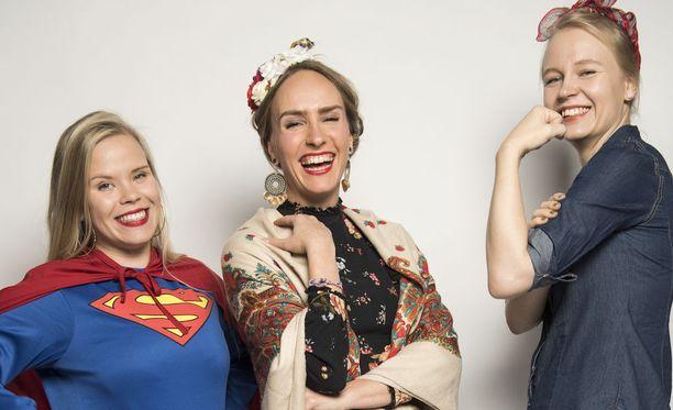 Yhdessä olemme vahvempia - jopa supernaisia. Kuva on Iltalehden lifestyle-toimituksen Halloween-kuvauksista, jossa teemana oli vahva nainen.