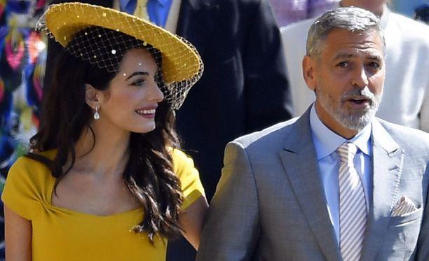 Amal ja George Clooney viihtyivät kirkossa esimerkiksi David ja Victoria Beckhamin kanssa.