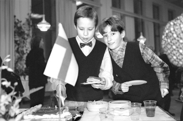KUIN LINNASSA Kuten Linnan-juhlissa myös koululaisten juhlissa tarjoiluun on panostettu.
