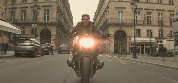 Cruise rakastaa moottoripyöräilyä, joten senpä vuoksi sitä nähdään melkein hänen jokaisessa elokuvassaan.