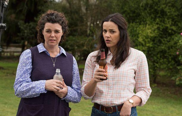 Sarja on kokonaan näytelty, vaikka tapaukset ovatkin tosielämästä. Kuvassa vasemmalla Dee Dee, josta on koetettu tehdä mahdollisimman aidon näköinen.