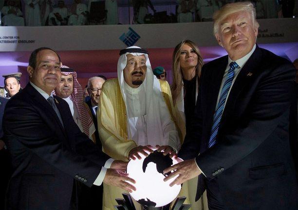 Presidentti Donald Trump tapasi toukokuussa Saudi-Arabian kuninkaan Salman bin Abdulaziz al-Saudin.