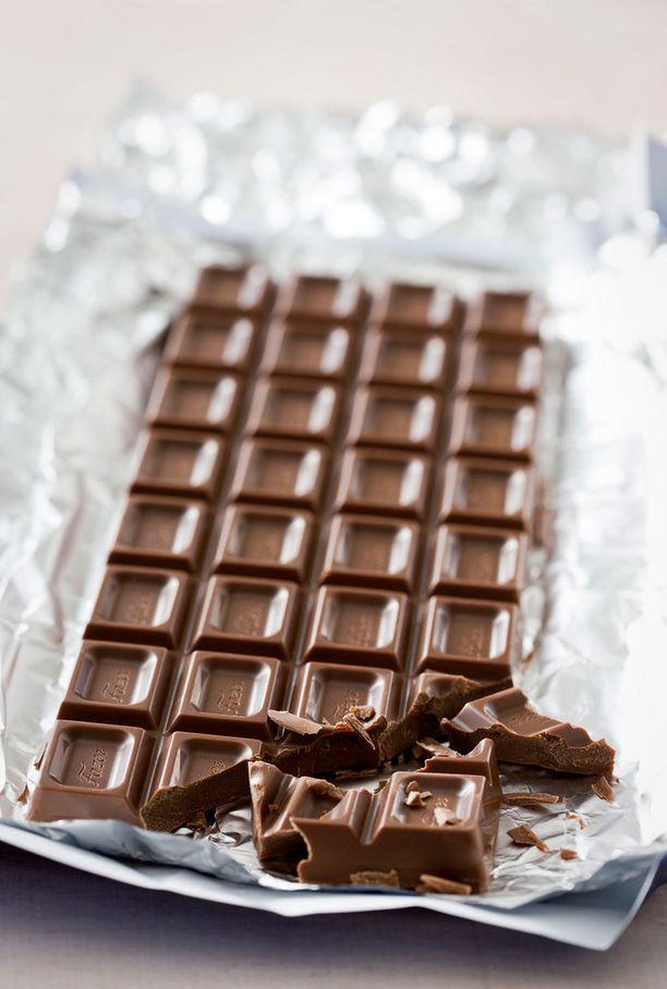 Jos suklaan pinnassa on harmaata, on se merkki väärästä säilytyksestä. Suklaa on kuitenkin syömäkelpoista. Kuvan suklaa on täydellistä.