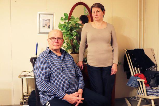 Ismo ja Tarja Harjula ovat olleet naimisissa 14 vuotta. Yhdessä he ovat olleet yli 20 vuotta. Neljä vuotta sitten Ismo Harjulalla todettiin Alzheimerin tauti.