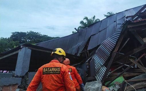 Ainakin 67 ihmistä on kuollut maanjäristyksessä Indonesiassa