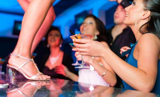 Jos alat iltaisin kaivata enemmän ja suurempia määriä alkoholia kuin aiemmin, se voi olla vaaran merkki.