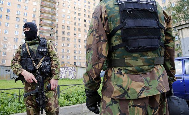 FSB:n joukot tekivät iskun suureen kerrostaloon Pietarin laitamilla.