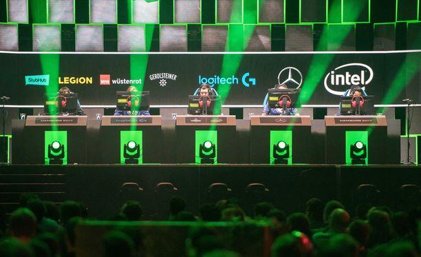 Ammattilaiset työssään. Kiinalainen joukkue osallistumassa eSports-turnaukseen Hampurissa lokakuussa 2017.