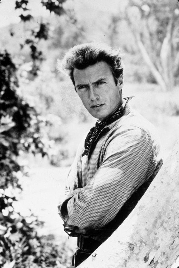 Kolmekymppinen Clint Eastwood Lännen tie -sarjassa vuonna 1960.