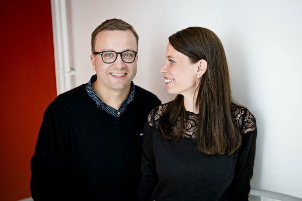 Ensitreffit alttarilla -ohjelmassa avioituneet Sari ja Antti nauttivat joulutunnelmasta.