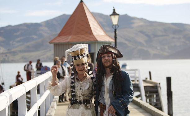 Maailman ensimmäinen pastafari-pariskunta vihittiin merimieshengessä Uudessa-Seelannissa Akaroan satamassa.