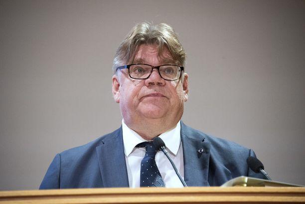 Eduskunta äänestää ulkoministeri Timo Soinin (sin) luottamuksesta.