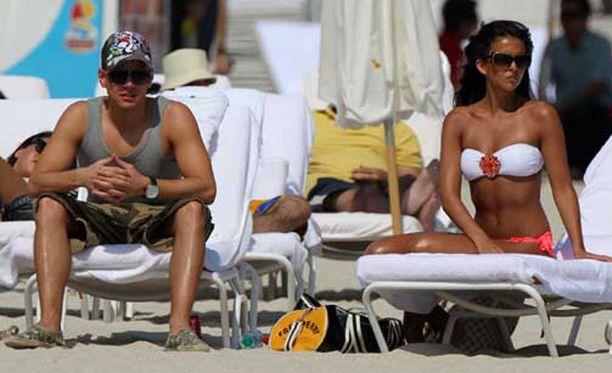 Paparazzit ikuistivat Saran lomalla yhdessä poikaystävänsä kanssa.