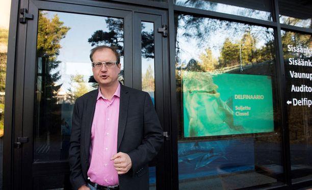 Särkänniemen toimitusjohtaja Miikka Seppälä katuu, että delfiinien siirrosta ei tiedotettu.